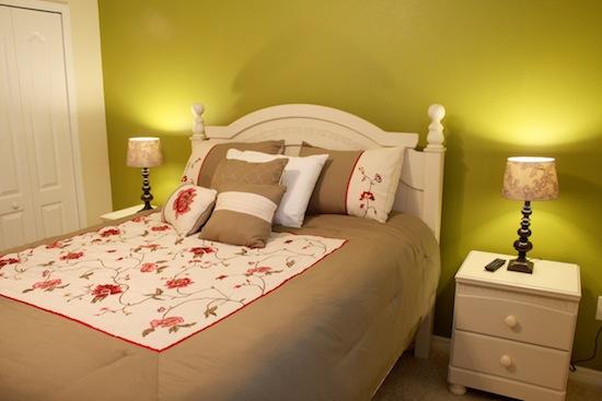 42.queenbedroom